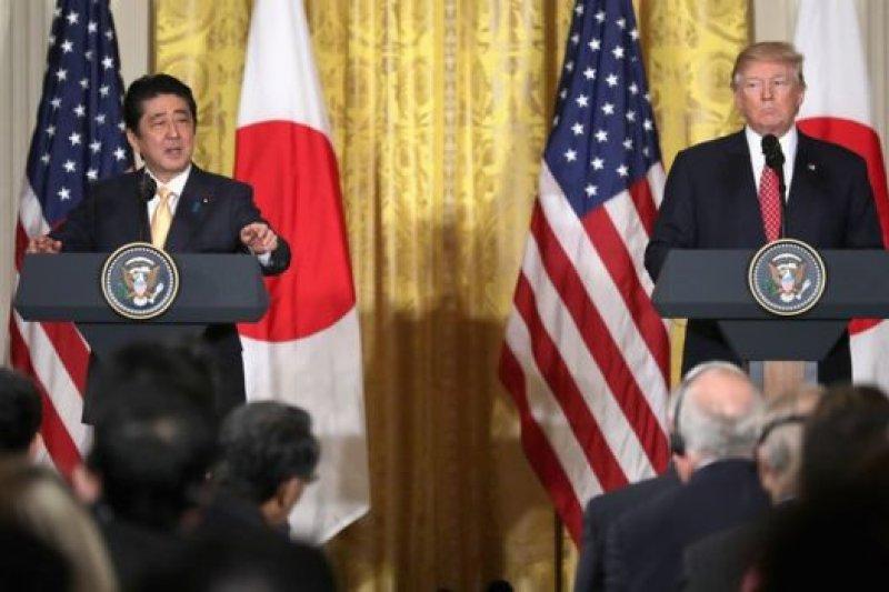 日本首相安倍晉三在白宮首次舉行高峰會。(BBC中文網)