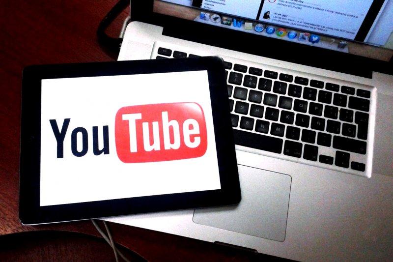 學生心中的夢幻工讀職缺,在可複選狀況下,男大學生心中前三名依序為:YouTuber 34%、遊戲實況主31.6%、超商店員28.6%。(資料照,取自flickr)