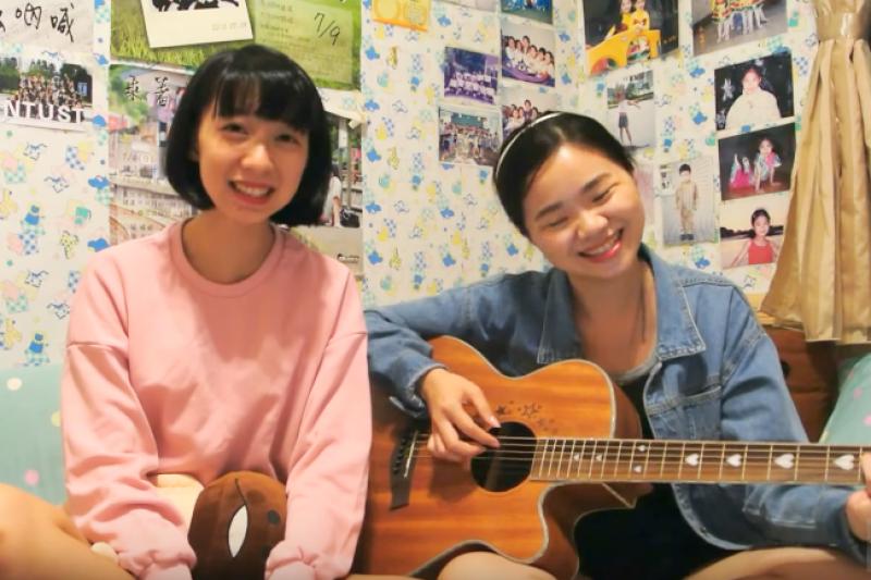 波波爾樂團倚著優美的和聲與一把吉他,在YouTube上獲得關注。(圖/翻攝自劉冠琳YouTube頻道)