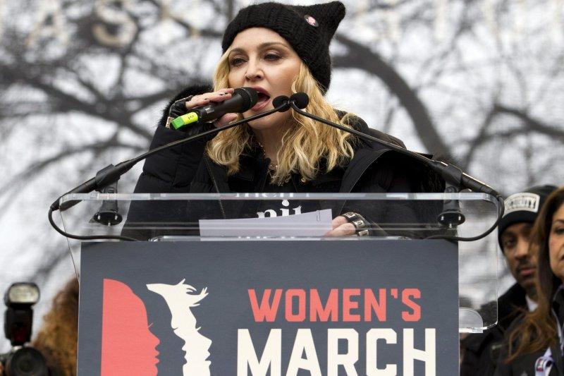 美國樂壇超級天后瑪丹娜參與華府的「女人進軍」遊行(AP)