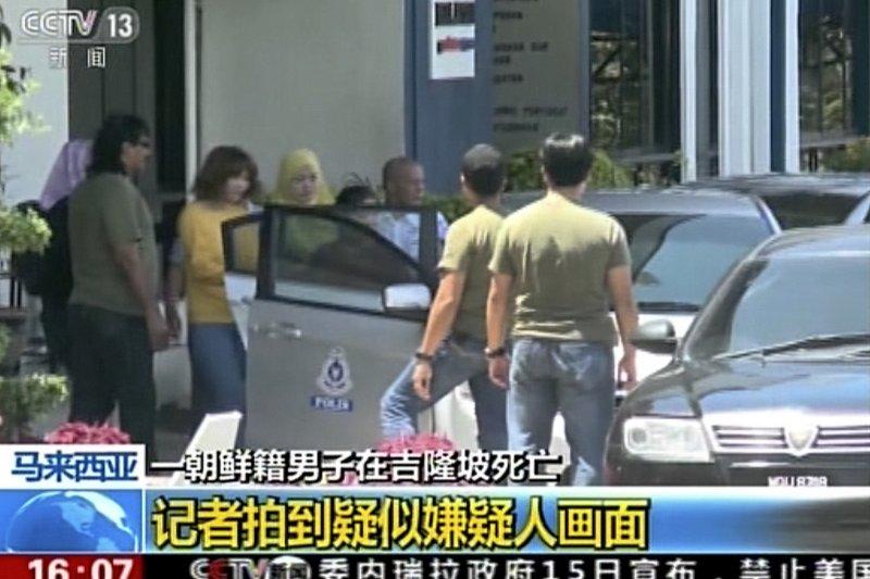 媒體拍到疑似金正男遇刺的嫌犯畫面。(美聯社)