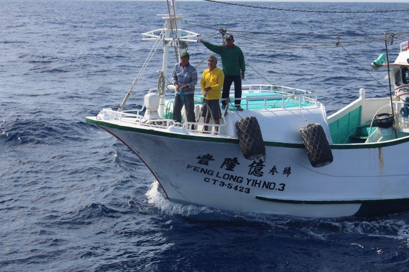 筆者認為,政府願意正視外籍魚工權益保障問題值得肯定,但徒法不足以自行,如果沒有嚴格執法,管理辦法亦不過是聊備一格。(資料照,海巡署海洋巡防總局南部地區機動海巡隊提供)
