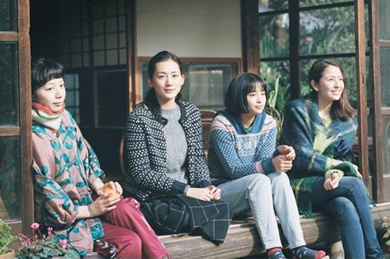 還有哪一位導演能像是枝裕和一樣,把平淡日常生活拍得如此動人?(圖/Catchplay Classics@facebook)