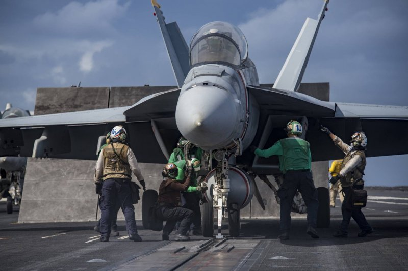 美軍卡爾文森號(USS Carl Vinson),F/A-18大黃蜂戰機(USS Carl Vinson Facebook)