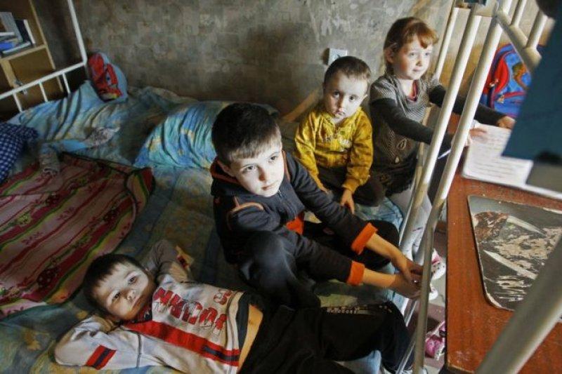 在衝突之下,烏克蘭政府軍和反抗軍控制區的平民都處於炮擊的威脅之中。(圖取自BBC中文網)