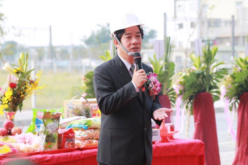 台南市長賴清德20日出席鐵路地下化照顧住宅上樑典禮時表示,吳秉叡在新北市耕耘20年,是新北市長很適合的人選。(台南市政府提供)