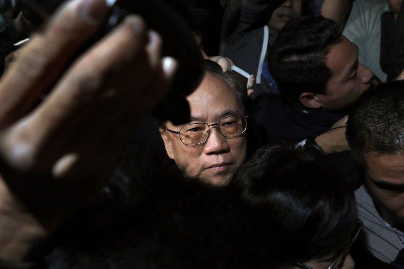 香港特別行政區第二任行政長官(特首)曾蔭權20日遭法院當庭收押(AP)
