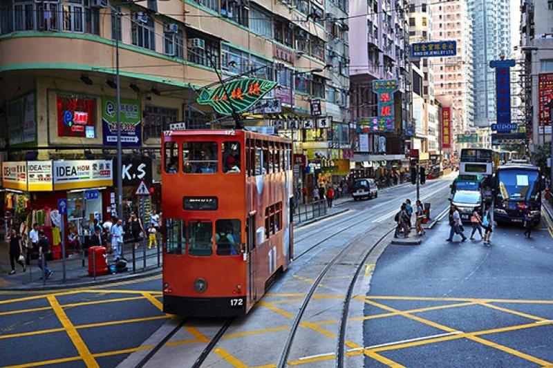 作者認為,胡漢清「地底論」十分荒謬。(圖/香港旅遊發展局,HotelsCombined提供)