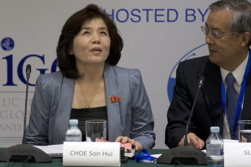 北韓外務省美國局局長崔善姬(左)(美聯社)