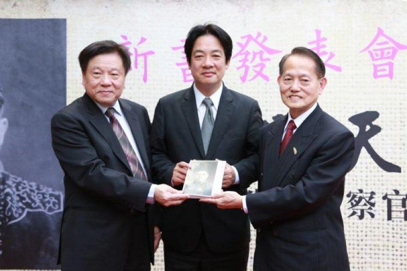 王育霖家屬王克雄、王克紹為其編寫《期待明天的人:二二八消失的檢察官王育霖》,20日舉行新書發表會。(台南市政府提供)