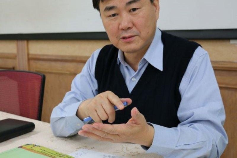 「18歲先就業」政策引起許多批評聲浪,王俊權表示,用升學、就業的單一觀點,無法理解計畫精神。(圖/黃偉翔攝)