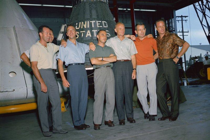 當年獲選參與水星任務的七名太空人。(圖取自NASA)