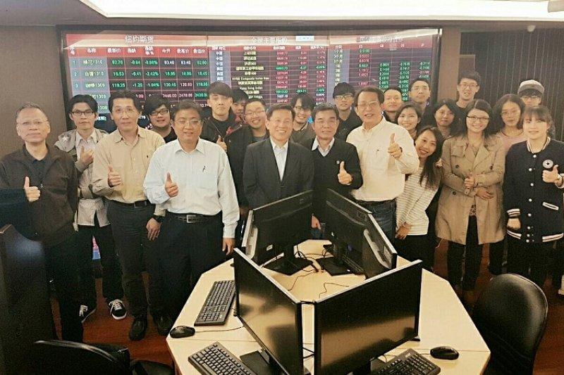 台北科技大學的金融科技實驗室內觀 。(夏肇毅提供)