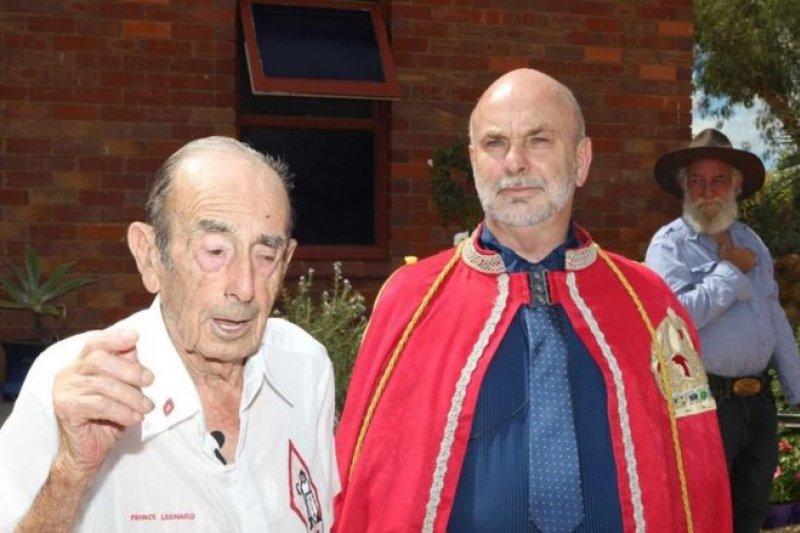 萊昂納德王子(圖左)和他的兒子和繼任人,雷姆一世。(圖取自BBC中文網)