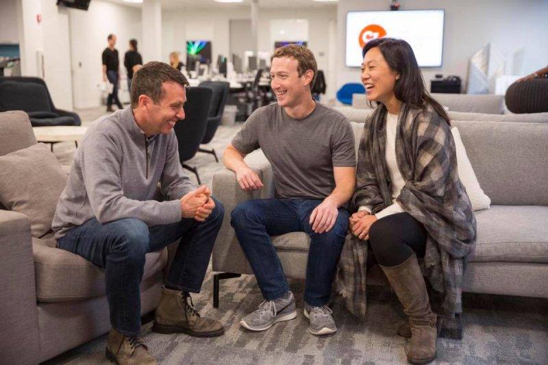 想在美國定居找工作,英文需要練到什麼樣的程度呢?(示意圖/Mark Zuckerberg@Facebook,與本文無關)