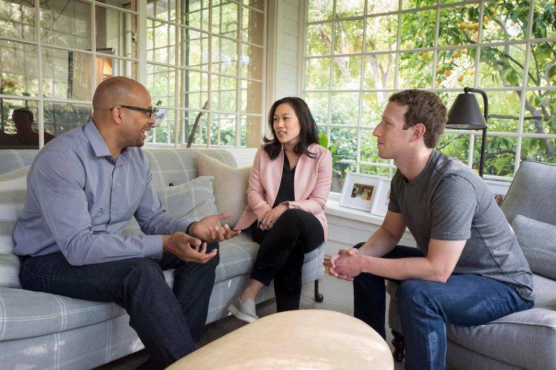 懂得networking可以創造出互動、累積人脈資源。(示意圖/Mark Zuckerberg@Facebook,本圖僅為示意,與本文人物無關)