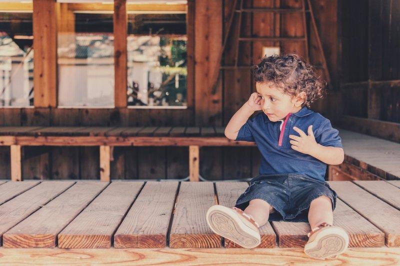 學會「和平、理性」溝通前,不要急著禁止孩子「情緒性」語言表達。(圖/MiguelRPerez@pixabay)