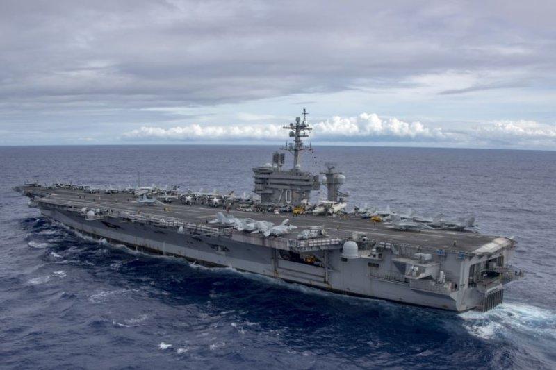 美軍卡爾文森號航母2017年2月3日在南中國海巡航(美國海軍照片)