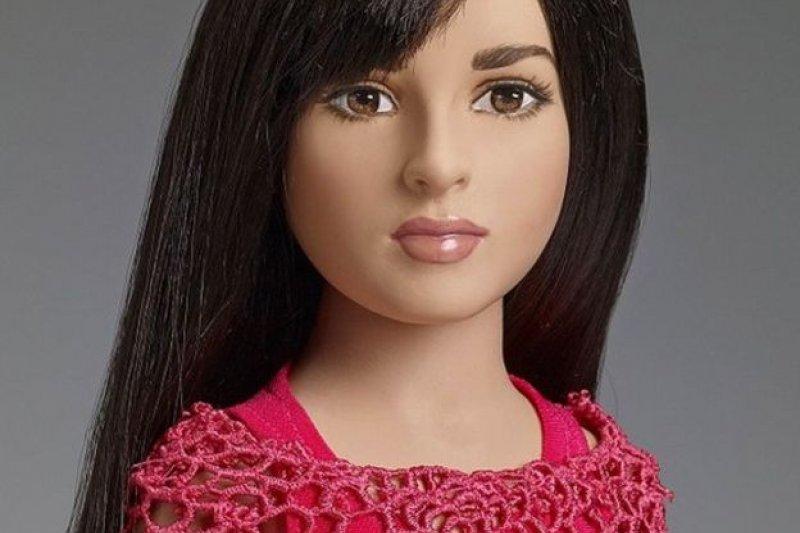 湯納玩偶公司推出的「跨性別」玩偶。(圖取自BBC中文網)