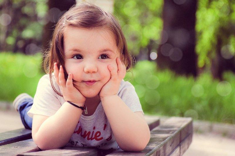 遇到一些負面情緒該怎麼辦?大人通常傾向叫孩子忽略或隱藏,但...(圖/pixabay)