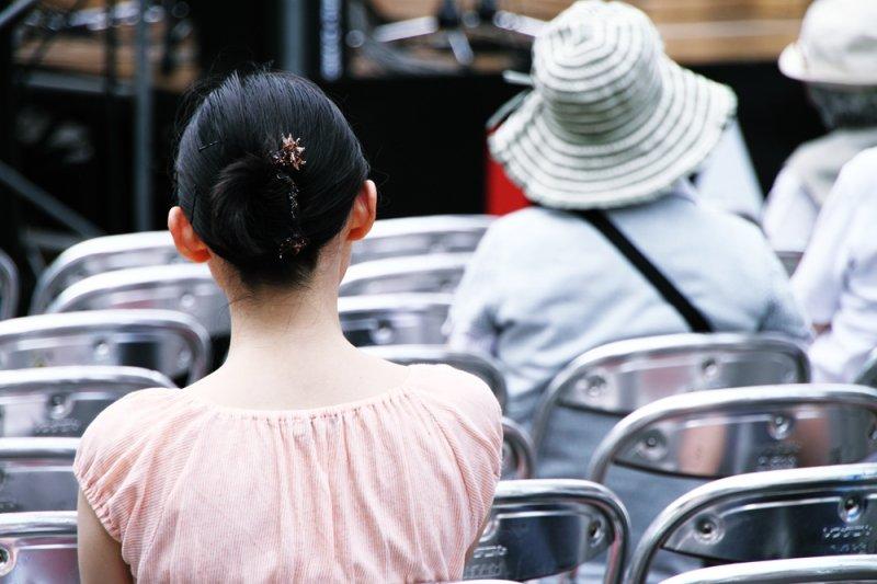 只要被抓過,這些小姐大姊阿姨們終身怕警察,又怕又恨地咒罵著...(示意圖,非當事人/MIKI Yoshihito@flickr)