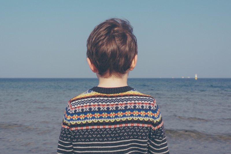 其實霸凌發生的時間起點遠比很多人想得更早,看似無憂無慮的學齡前兒童,也可能會被迫面對不同性質的同儕霸凌。(圖/Michał Parzuchowski@Unsplash)