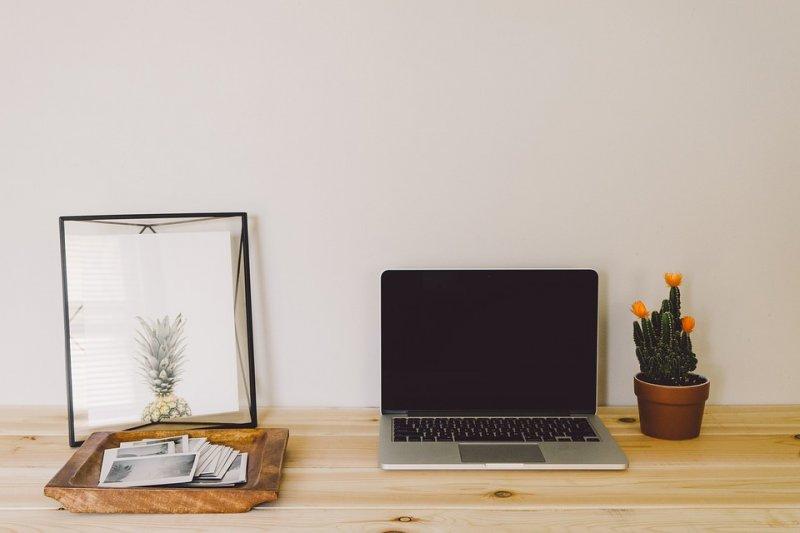 想讓辦公桌常保舒爽,看看其他人都怎麼做的!(圖/Pixabay)
