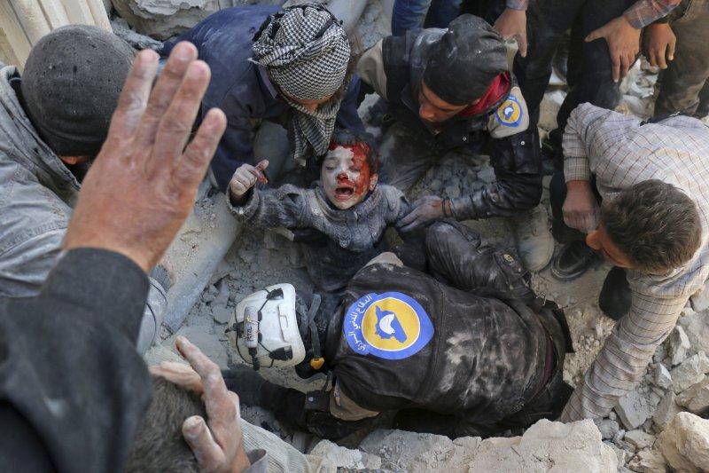 敘利亞「白盔隊」(White Helmets)出生入死救苦救難(AP)