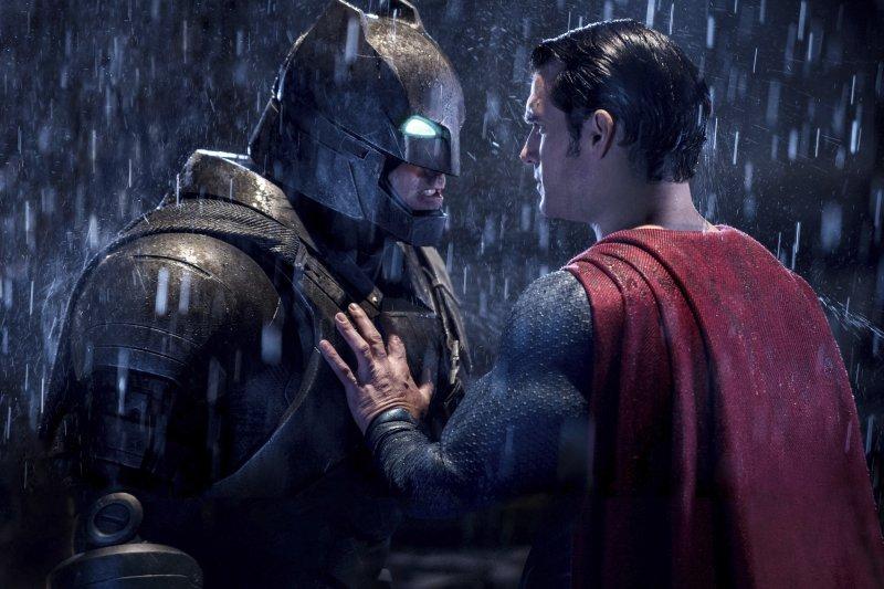 第37屆金酸莓獎(Razzie Awards)25日頒獎,《蝙蝠俠對超人:正義曙光》榮獲最爛男配角、最爛續集、最爛劇本等大獎。(AP)