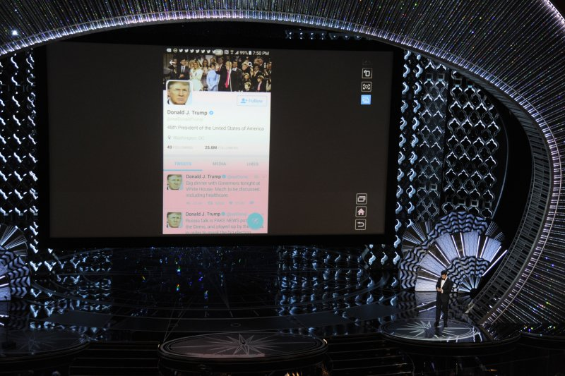 奧斯卡頒獎典禮主持人吉米金莫在現場推文給美國總統川普(AP)