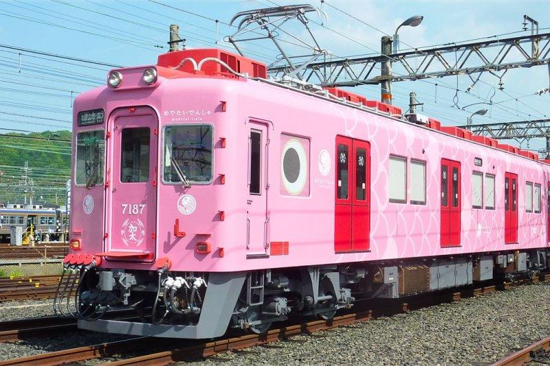 搭上粉紅指數爆表,超萌、卡哇伊的鯛魚列車,都能感受滿滿的幸福氛圍。(圖/nankai官網)