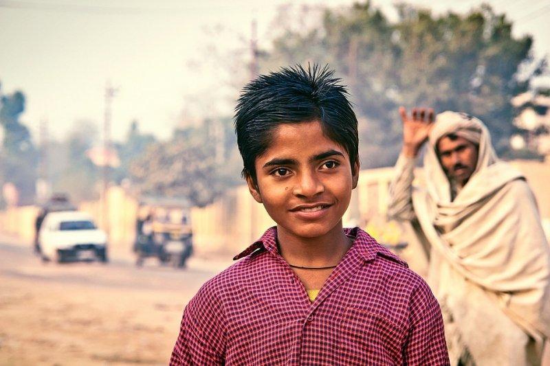印度人的搖頭晃腦搭配臉部表情與眉毛位置,往往有不同意涵,外國人經常感到迷惑。(取自Pixabay)