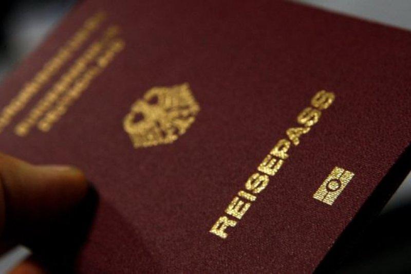 德國護照(BBC中文網)