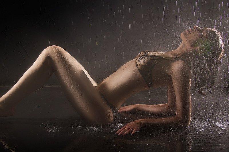 女性清潔私密處時,清洗外陰即可,盡量不要灌洗陰道內部。(圖/xusenru@pixabay)