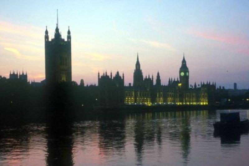 英國上議院拒絶通過英國政府退出歐盟的法案,法案退回下院重新討論。(圖取自BBC中文網)