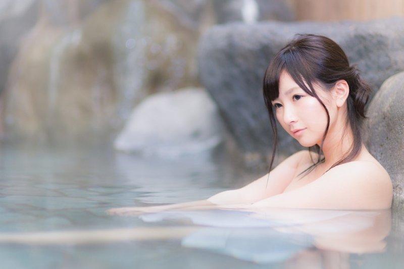 不少人以為純天然的綿羊油、鴯鶓油,對肌膚有益無害,經常使用反而造成肌膚過敏...(圖/すしぱく@pakutaso)