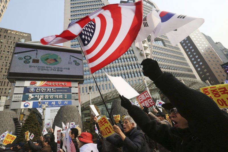 南韓部署美軍「薩德」(THAAD)飛彈防禦系統引發中國強烈反制,國內支持與反對意見忽相當分歧(AP)