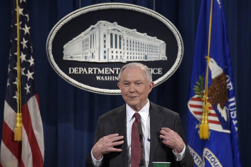 美國司法部長賽辛斯2日召開記者會,表示將退出對俄國干涉美國大選與川普競選團隊與俄國政府聯繫的一切調查。(美聯社)