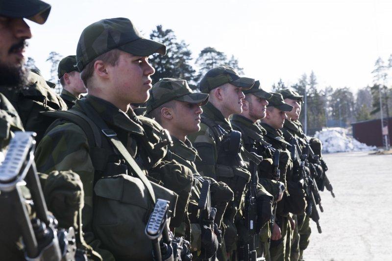 瑞典政府因應歐洲與周邊地區安全形勢惡化,決定恢復徵兵制,而且不分男女(AP)