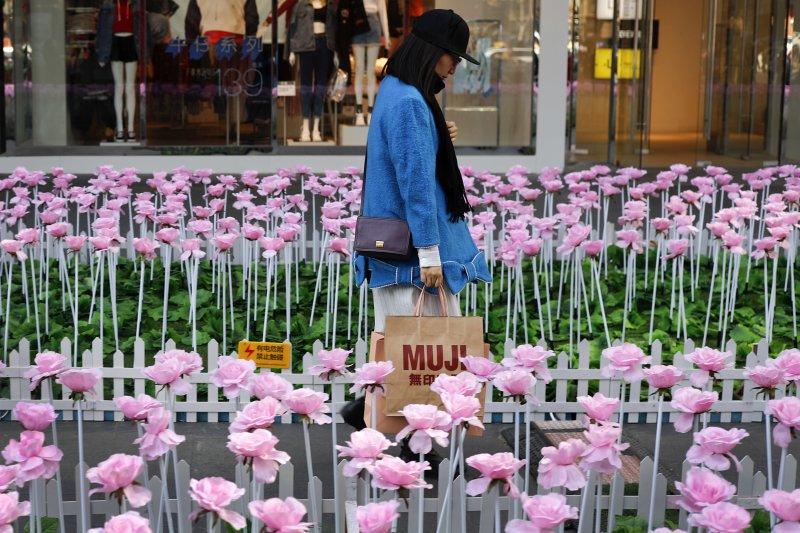 中國經濟看似花團錦簇,但你真的想登陸工作嗎?(AP)