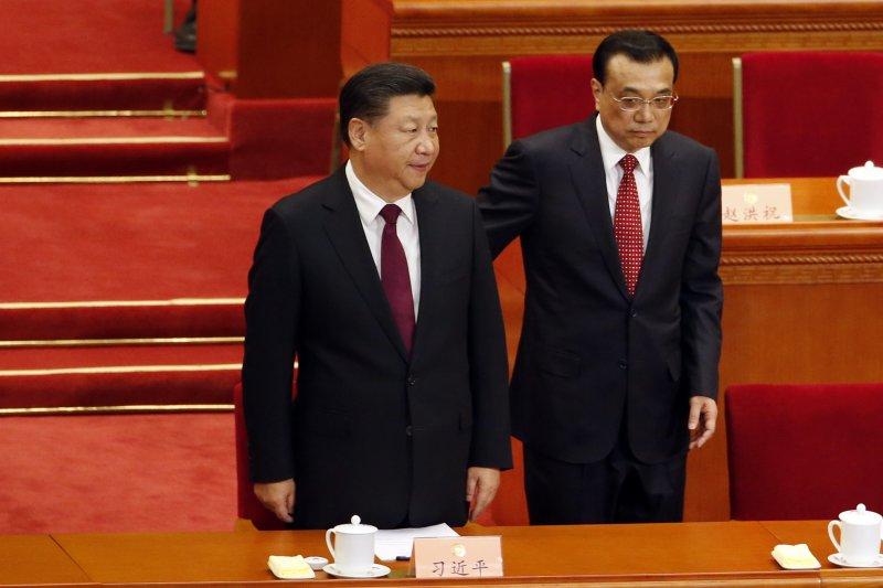 中國「兩會」(全國人民代表大會、政治協商會議)3日在北京登場,國家主席習近平(左)、國務總理李克強(右)出席(AP)