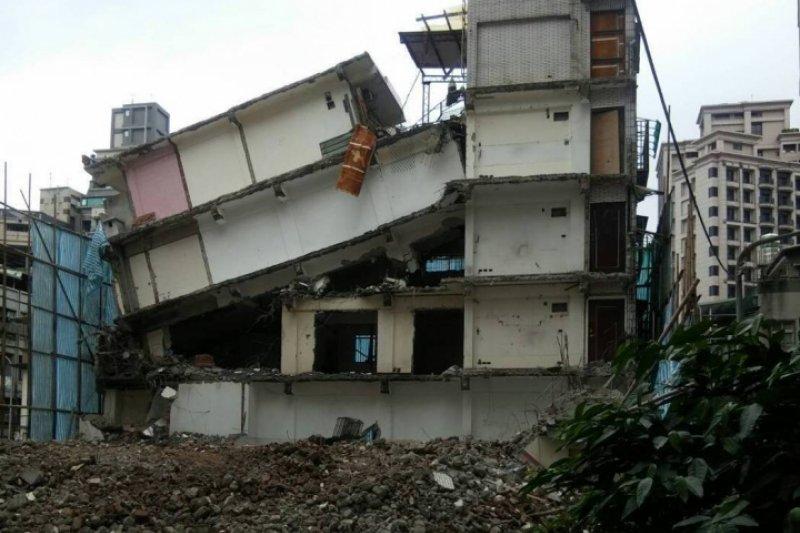 日前引起社會關注的長安西路都更一案,有媒體報導欣偉傑建設公司坦承故意拆屋一節,台北市都發局強調,對此並不知情。(資料照,取自網路)
