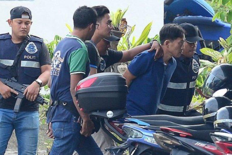 馬來西亞警方2月17日逮捕居住在吉隆坡附近的北韓公民李鐘哲(Ri Jong Chol,音譯),指控其涉嫌為金正男遇刺案的其他嫌疑人提供幫助。(BBC中文網)