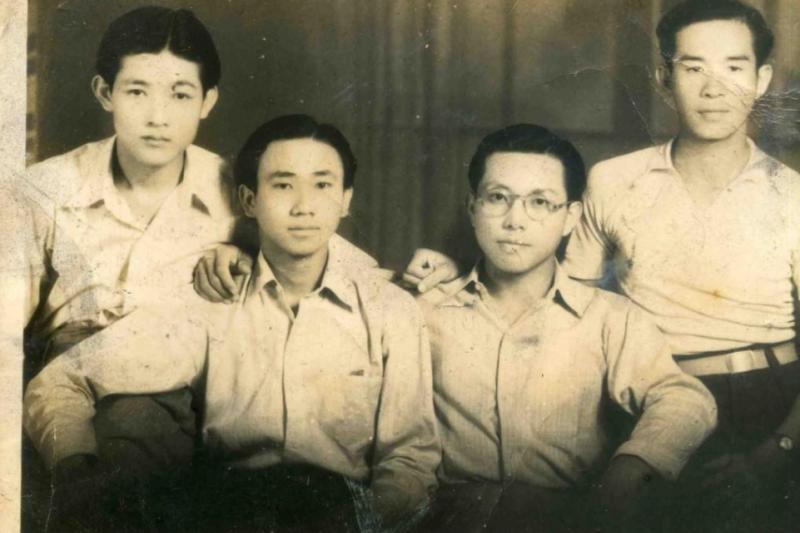 20170304-四位棒球隊至交好友,(左起)林芳仁、劉建昌、李榮河、陳仁悲,攝於1948年。(取自高雄市立歷史博物館)
