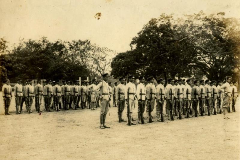 20170304-太平洋戰爭末期,高雄中學校的軍事訓練課程。(取自高雄市立歷史博物館)