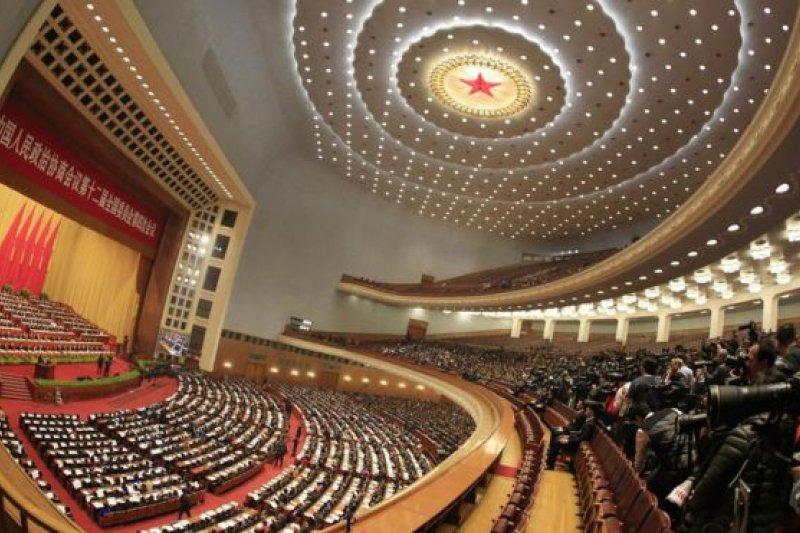 中國全國人大和政協代表中,據信身家超20億元人民幣的富豪佔了4%。(BBC中文網)