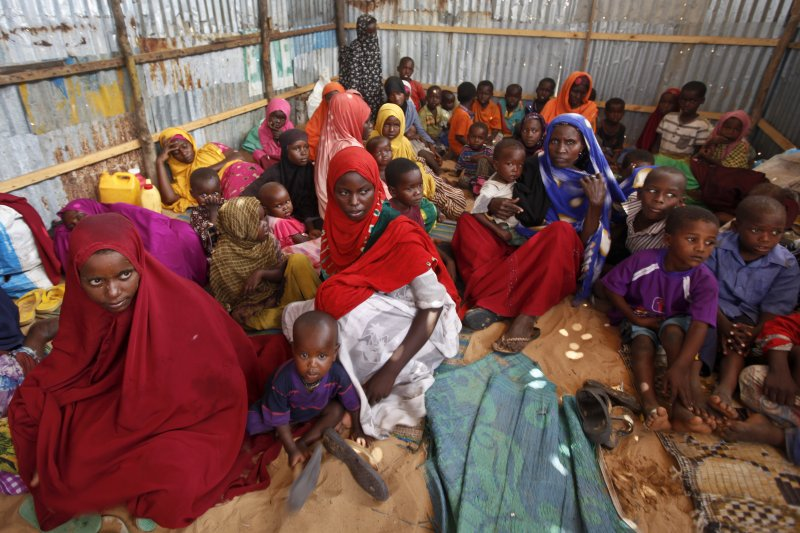 湧入索國首都摩加迪休(Mogadishu)求助的民眾。(美聯社)