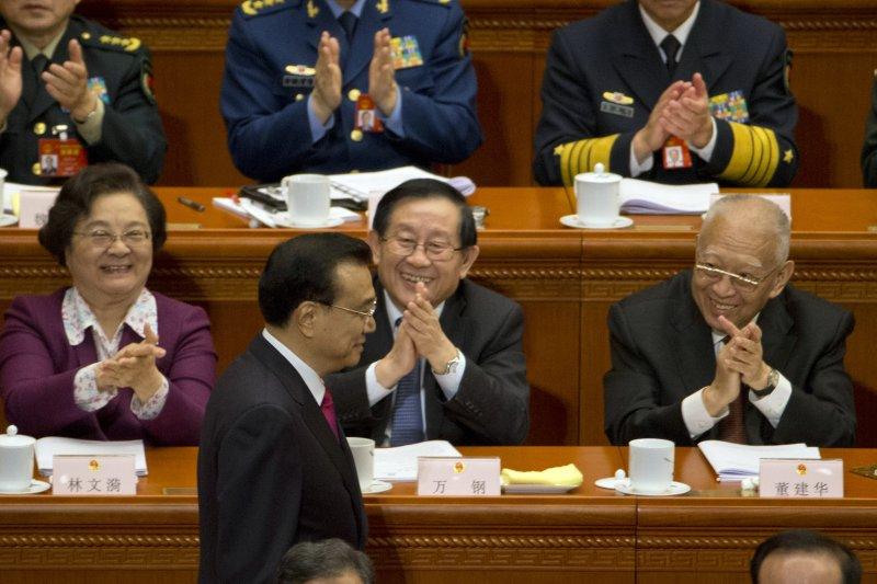 2017年中國「兩會」(全國人民代表大會、政治協商會議)在北京登場,全國人大第12屆第5次會議,李克強進行報告(AP)