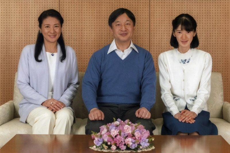 日本皇太子德仁親王、皇太子妃雅子與愛子內親王,攝於2017年2月(AP)