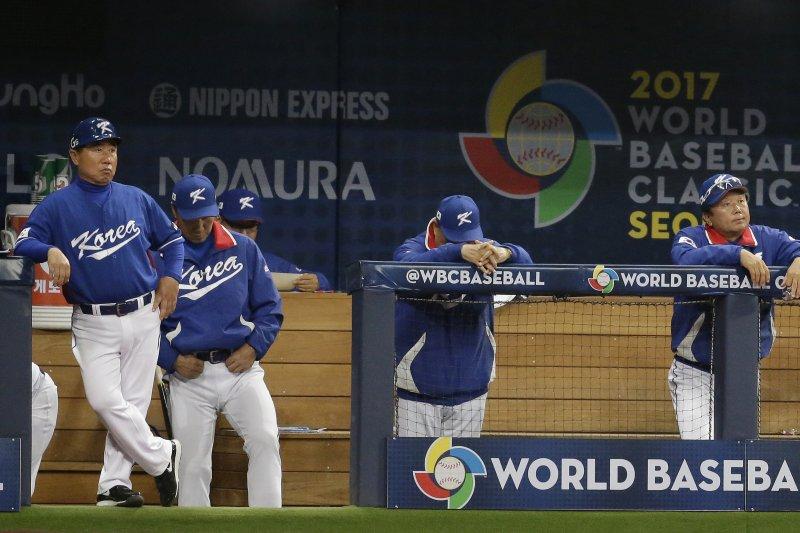 2017經典賽南韓對荷蘭,荷蘭隊以5:0擊敗南韓,南韓休息區一片沉寂。(美聯社)